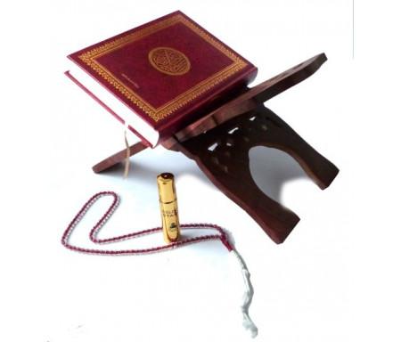 """Pack cadeau : Coran arabe (Lecture Hafs) Couverture rouge dorée rigide + Grand porte Coran en bois + Chapelet """"Sebha"""" ultra-résistant rouge + Parfum Musc d'Or Golden Stars"""