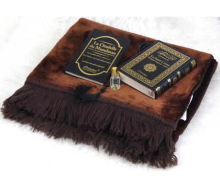 Pack cadeau avec livres : Le Saint Coran & La Citadelle du musulman (bilingues français/arabe) - Tapis marron - Chapelet - Parfum au choix - Tous de couleur noir