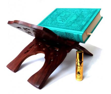 """Pack cadeau pour femmes constitué d'un Coran couverture cuir de luxe bleue turquoise + Porte-Coran en bois sculpté et décoré + Parfum Musc d'Or de luxe """"Amira"""" (8 ml)"""
