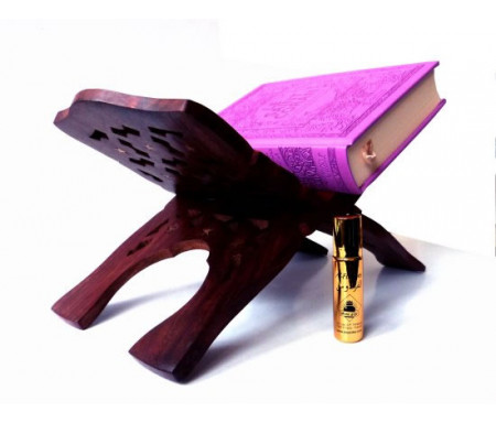 """Pack cadeau pour femmes constitué d'un Coran couverture daim de luxe (mauve) + joli porte Coran en bois sculpté et décoré + Parfum Musc d'Or de luxe """"Al-Firdaws"""" (8 ml)"""