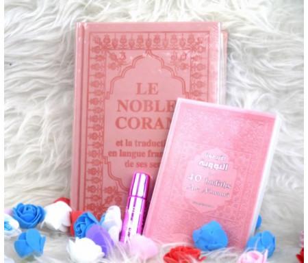 Pack Cadeau pour femmes couleur rose clair (Le Coran et Les 40 hadiths an-Nawawî bilingues - Parfum luxe - Sac cadeau)