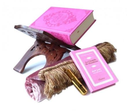 """Pack cadeau rose pour femmes : Le Noble Coran (bilingue français/arabe) + La Citadelle du Musulman + Tapis de prière en velours + Parfum musc d'Or """"Amira"""" + Porte Coran"""