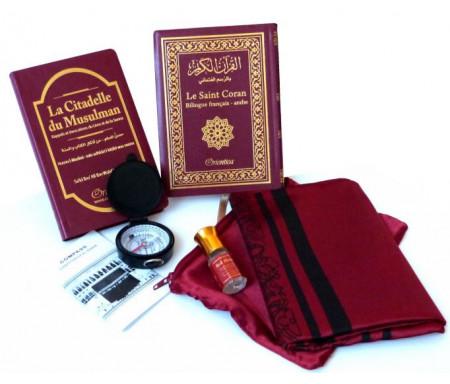 """Pack Cadeau rouge-bordeaux : Le Saint Coran Bilingue (arabe-français) + La Citadelle du musulman + Tapis de prière de poche + Parfum """"Red Musk"""""""