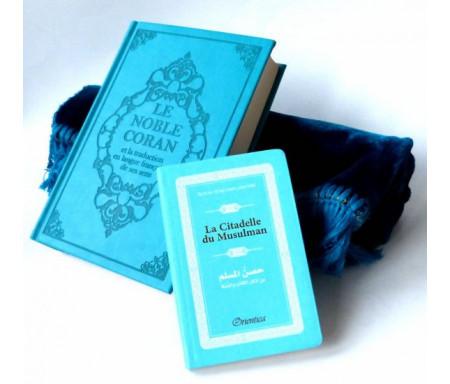 Coffret Cadeau : Le Noble Coran (bilingue français/arabe) + La Citadelle Du Musulman + tapis de prière en velours (couleur bleue assortie)