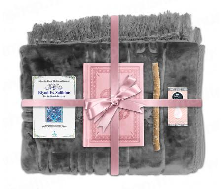 Coffret Pack Cadeau Gris et Rose pour Femme : Tapis épais molletonné Gris / Coran arabe-français avec phonétique couverture cuir Rose clair / Riyad Es-Salihine / Parfum et Miswak
