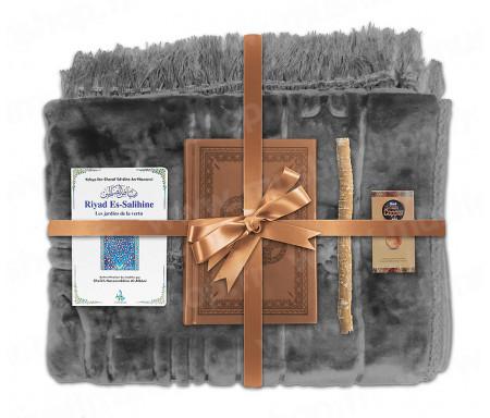 Coffret Pack Cadeau Gris et Marron pour Homme ou Femme : Tapis épais molletonné Gris / Coran arabe-français avec phonétique couverture cuir Marron / Riyad Es-Salihine / Parfum et Miswak