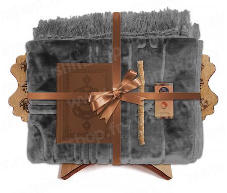 Coffret Pack Cadeau Gris et Marron pour Homme ou Femme : Tapis épais molletonné Gris / Coran arabe-français avec phonétique avec couverture cuir Marron / Parfum / Miswak et Porte Coran