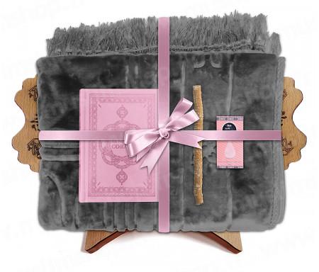 Coffret Pack Cadeau Gris et Rose pour Femme : Tapis épais molletonné Gris / Coran arabe-français avec phonétique avec couverture cuir Rose / Parfum / Miswak et Porte Coran