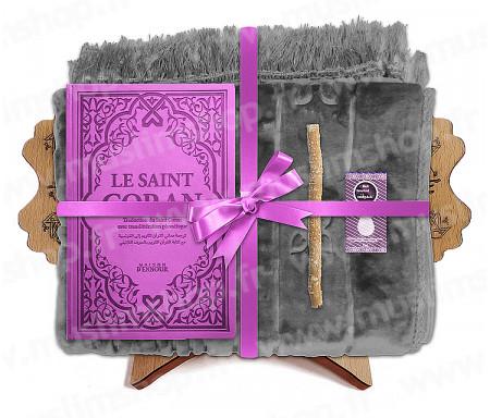 Coffret Pack Cadeau Gris et Mauve pour Femme : Tapis épais molletonné Gris / Coran Rainbow arabe-français avec phonétique avec couverture cuir Mauve / Parfum / Miswak et Porte Coran