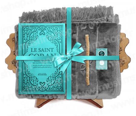 Coffret Pack Cadeau pour Homme : Tapis épais molletonné Gris / Coran Rainbow arabe-français avec phonétique et couverture cuir Turquoise / Parfum / Miswak et Porte Coran